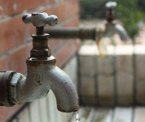 自来水管需要清洗,可以预防饮用水污染!